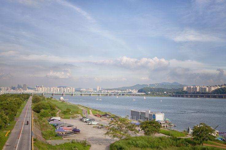 View on the Han River at Sunny Day햇살 좋은날, 한강 전망Seoul, Korea.