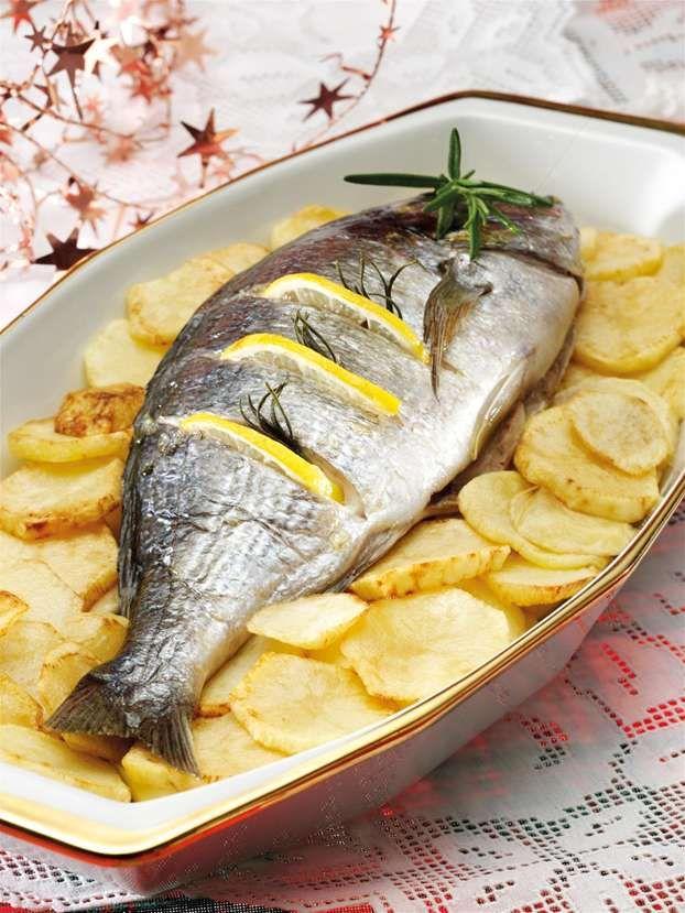 Orata al forno con patate http://www.alice.tv/secondi-pesce/orata-al-forno-patate