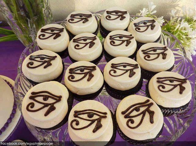 Egyptian-themed cupcakes. X