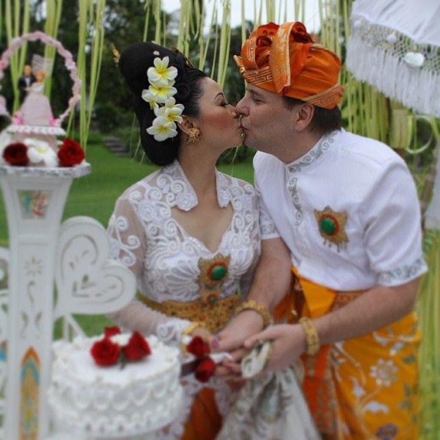 #couple #love #reception #weddingflowers #romanticgetaway #weddingvilla #bride2014 # bridegroom #wedding2014 #tropicalwedding #indonesia #ke...