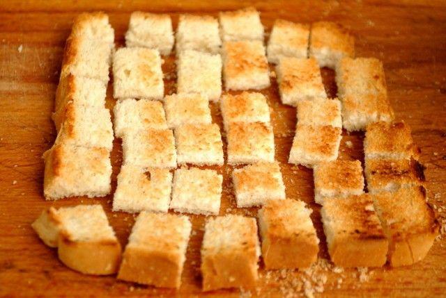 Salata cu pui la grill si crutoane din Carte de bucate, Salate. Specific Romania. Cum sa faci Salata cu pui la grill si crutoane