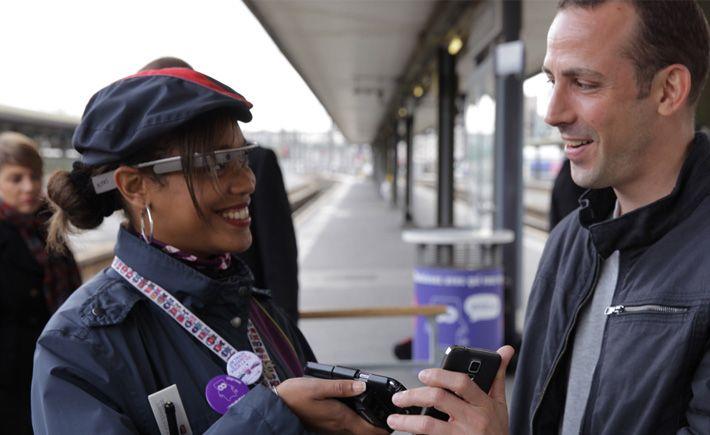 Filiale de la SNCF, iDTGV équipe ses agents de Google Glass pour améliorer la relation avec les passagers. Diverses applications sont envisagées.