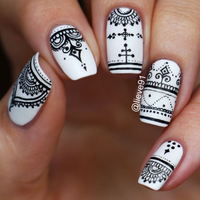 Henna pattern nails by Anja @lieve91 More