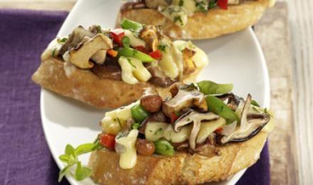 Ob im Salat, Risotto oder als Beilage - Pilzrezepte bieten eine große Vielfalt in der Küche. Hier gibt es eine Auswahl anleckeren Pilzgerichten. Außerdem haben wir wichtige Infos und interessante Tipps rund um Pilzezusammengestellt. #pilze #mushrooms #herbst #rezepte #fall #autumn #recipes #daskochrezept