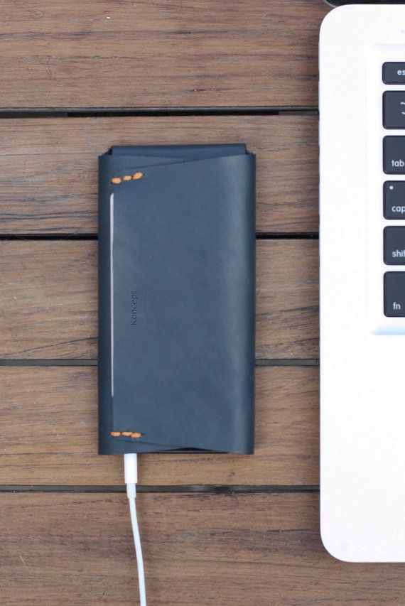 Sleek phone case with wallet pockets