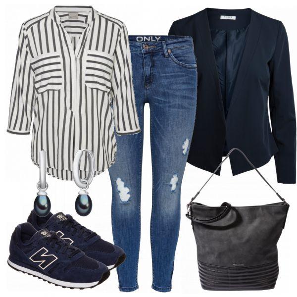 Schick trifft sportlich. :) Die coole Jeans im Used-Look wird mit einer lockeren Streifenbluse getragen. Super Kombi für die Freizeit. Ein klassische…
