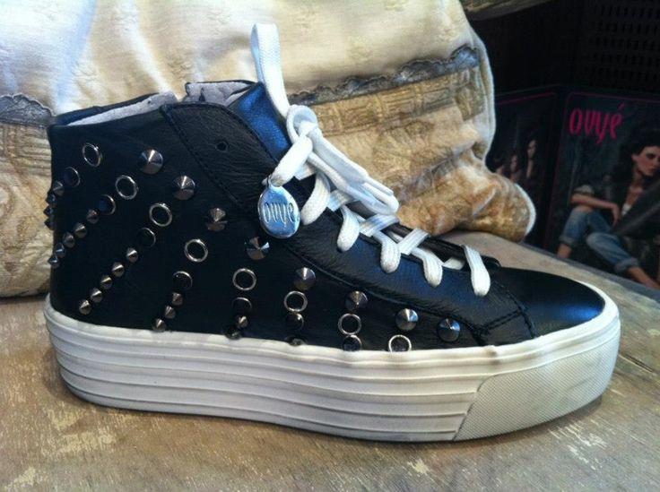 Ovyé sneakers