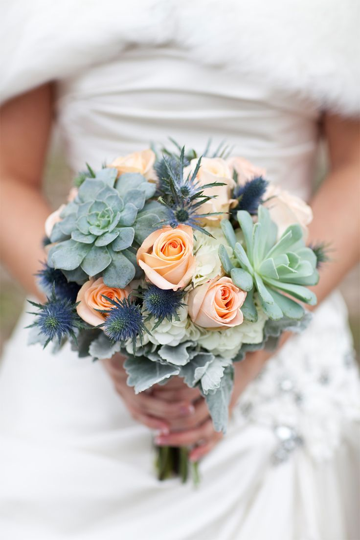 For her colour palette this bride chose teal and peach—inspired by a photograph of two Eastern Bluebirds taken by her aunt.