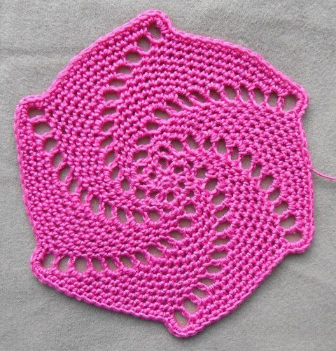 Awesome spiral crochet coaster pattern available for free via the blog Cult of Crochet.  Nice job!