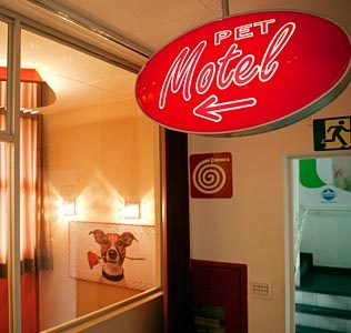 Image: A sign for the pet motel where owners can bring their dogs to breed is shown on Nov. 3 at Animalle Mundo Pet megastore in Belo Horizonte, Brazil (© Lalo de Almeida/The New York Times/Redux)
