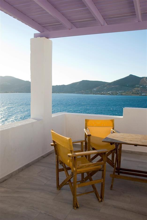 La terrasse idyllique #peinture #façade #terrasse #jaune #violet - peinture de facade maison