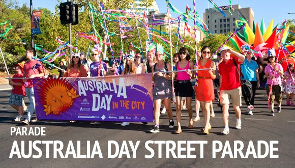 On Australia Day is also a parade. There the people of te hole country can watch the parade or walk with the parade.