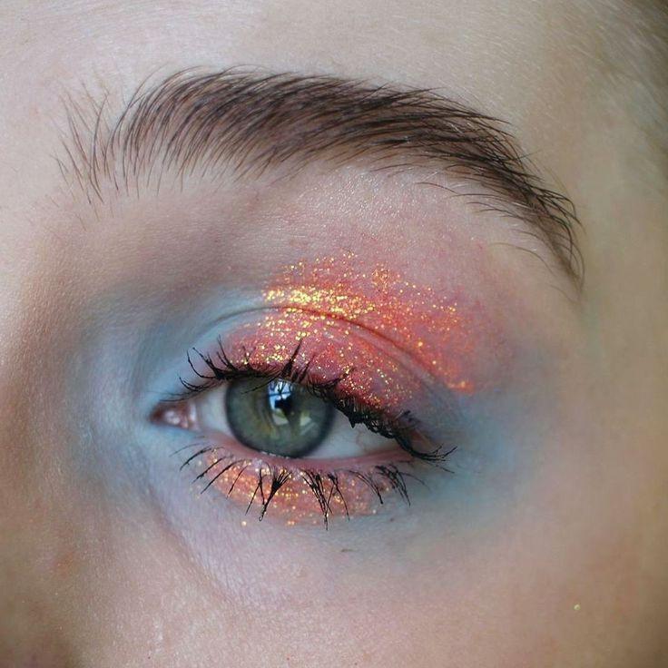 Idée Maquillage 2018 / 2019 : Illamasqua eyeshadow in anja Lit Cosmetics glitter in solar blast S3 Elizabeth A