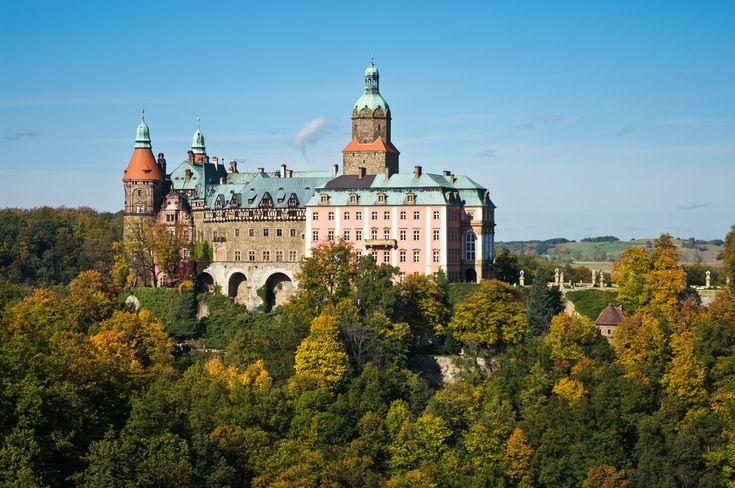 W Polsce znajduje się wiele miejsc i obiektów, które od lat kryją niewyjaśnione tajemnice. Przedstawiamy dziś najciekawsze z nich. Oto...