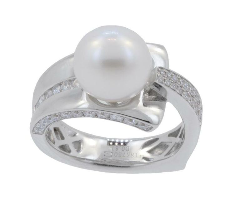 This 18k white gold ring features a 10mm pearl in the center and 0.81cts of diamonds. This one of a kind design is perfect for the June woman who loves to makes a statement. Come in to the store today to check it out.