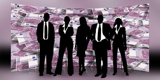 Breve introducción a las opciones de financiación alternativa más de moda actualmente como el crowdfunding y el capital riesgo. Características principales.