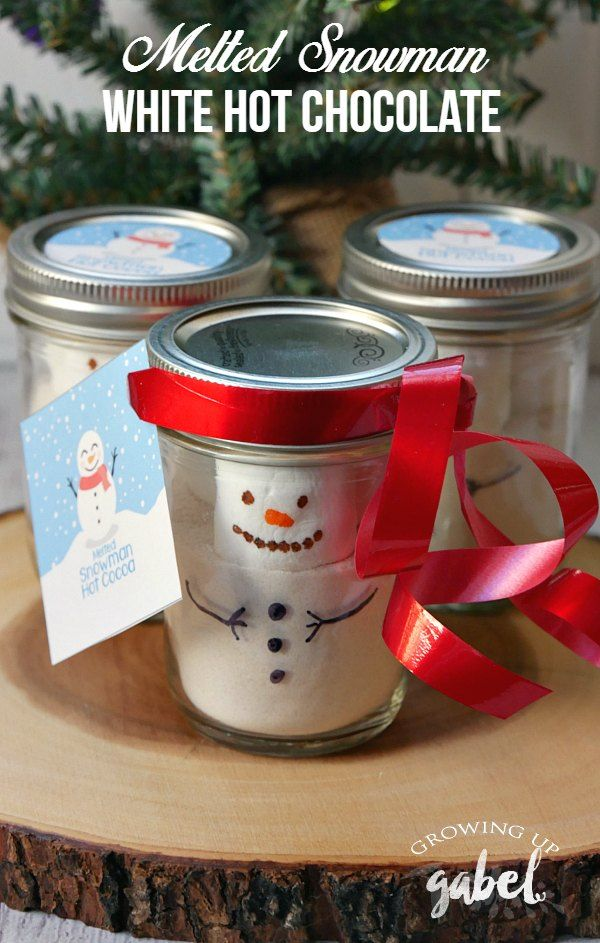 Melted snowman hot chocolate make fun homemade gifts in a jar! Top hot chocolate with a snowman marshmallow and cute printable labels.