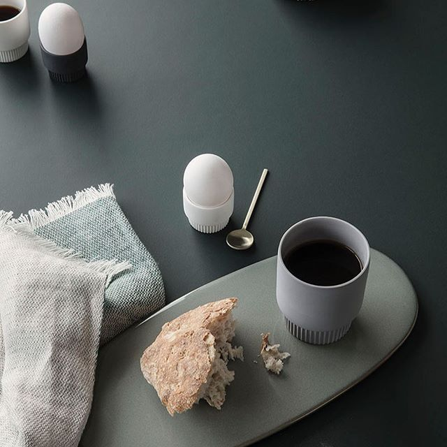 A pleasant morning is a recipe for a nice day. Rubbing sleep from your eyes and tumbling into the living room to a nicely set table with all the morning essentials from ferm LIVING. Present breakfast as a beautiful still life: A steaming hot beverage in the Groove Cup served on the contemporary Neu Platter next to a piece of freshly baked bread. This way, every morning will be a lovely morning, tempting you to linger all day. #fermliving #scenesofsplendour #ss17 #pleasantmorning #breakfast…