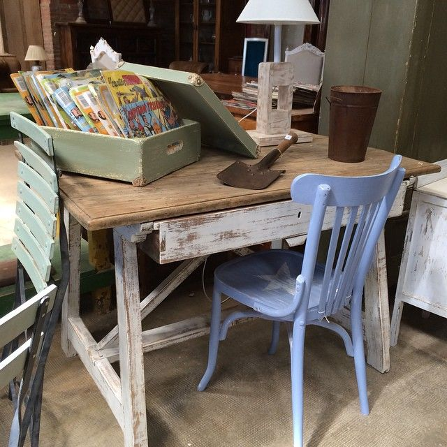 Combinando mueble rustico y colores  #rustic #antic #interiorismo #homedecor #decoracion #deco #maisondecor #mercantic #labisbaldemporda #espaisb #muebles #furniture #restaura #malanasworkshop