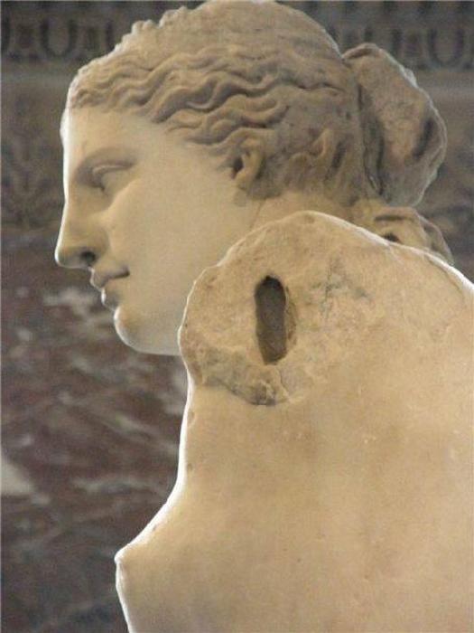 Шедевр Александроса Антиохийского. Венера Милосская: 15 малоизвестных фактов об одной из самых знаменитых статуях Лувра