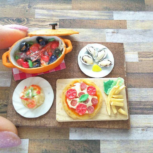 ピザも好き🍕  #ピザ#フライドポテト#パスタ#アクアパッツァ#ムール貝#あさり#牡蠣#レモン#トマト#サラミ#イタリアン#えび#酒の肴#お酒がすすむ#おつまみ#ミニチュア#ミニチュアフード#ルクルーゼ#風#オーバル #tomato#pomodoro#pizza#oyster#pasta#potato#miniature#miniaturefood#Italian#Italy