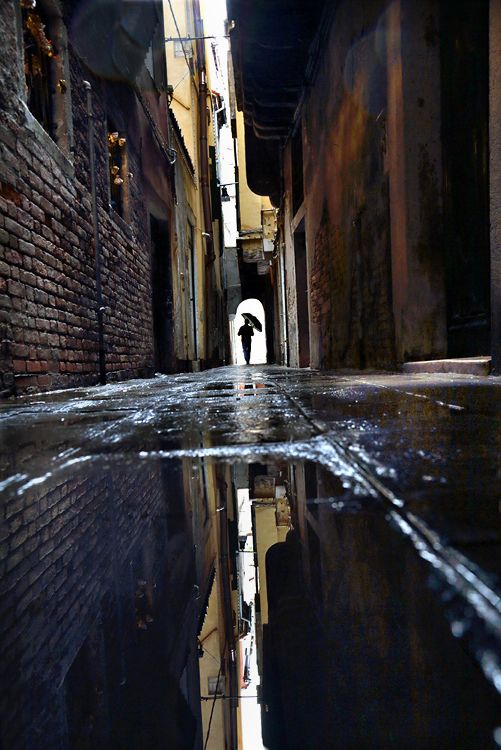 Dark alleys give the gritty, urban, shadowy feel of the show. Reflections make the audience look at itself.