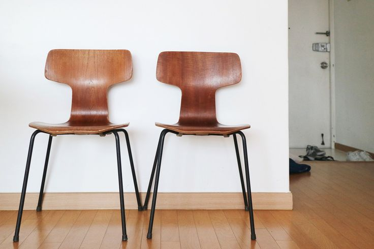 We speak with #SouthKorean Instagrammer @MidCenturyModernSeoul, who shows us his expansive collection of European and American designs. See how the #modern look adapts to high-density living in #Seoul. Featured designs include works by #DieterRams, #ArneJacobsen, #AlvarAalto and #LouisPoulsen.   http://www.objectifixation.design/midcenturymodernseoul-south-korea/