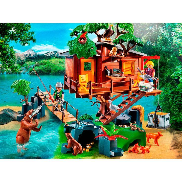 Descubre las aventuras en la casa del Árbol de Playmobil. Podrás disfrutar de las numerosas actividades en este magnifico paisaje salvaje. Una casa equipada para la atención de los animales. La casa sólo es accesible a través del puente de cuerda, pero atención: tiene una madera rota...
