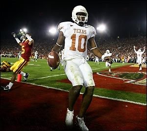 Vince Young scores the game winning TD with 19 seconds left to win the 2006 Rose Bowl and brought an end to USC's dynasty. Vince was awarded the MVP.