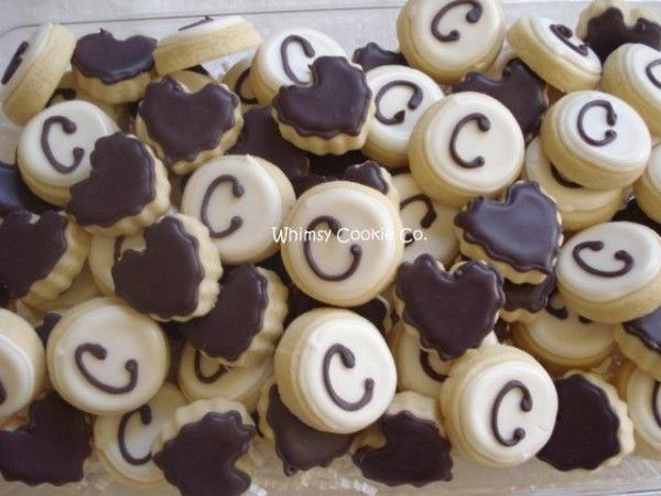 Three Delectable Ways to Incorporate Cookies in Your Wedding // The Pink Bride Blog // Image courtesy of Whimsy Cookie Company