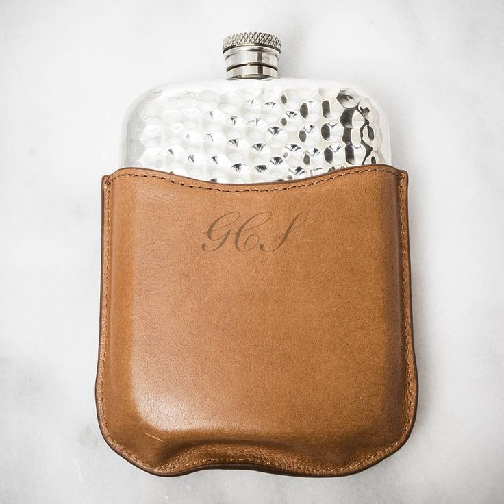 Are you interested in our Murik Personalised Hip Flask? With our Bloom Boutique you need look no further.