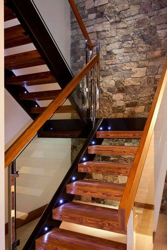 Hermosa escalera contemporánea.