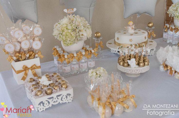Batizado branco e dourado, decoração e personalizados by Mariah festas.