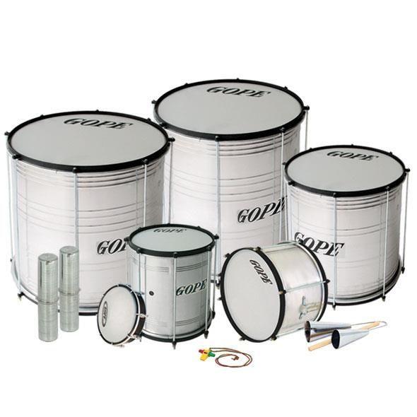 Toda clase de instrumentos de #percusión brasileña... surdos, repiniques, caixas, ganzas, agogos, tamborines...