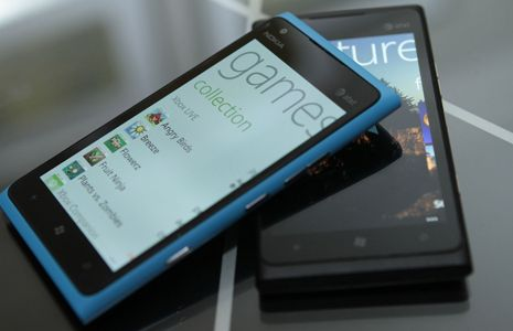 Now or Never, Nokia has made available the highest branding phone Nokia Lumia 900 which is available for pre-orders in UK in co-ordination with Phones 4u. This phone is available at Phones 4u website offering several tariff plans of Vodafone, Orange and O2.