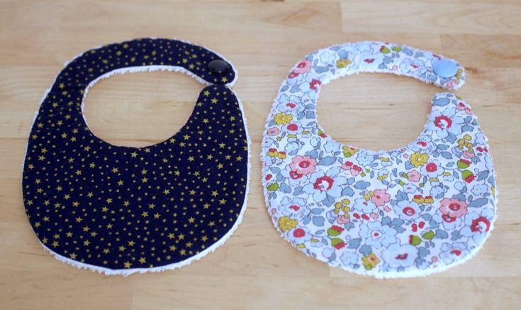 Bavoirs des Intemporels pour bébés - Liberty Betsy bleu, tissu étoilé et tissu éponge