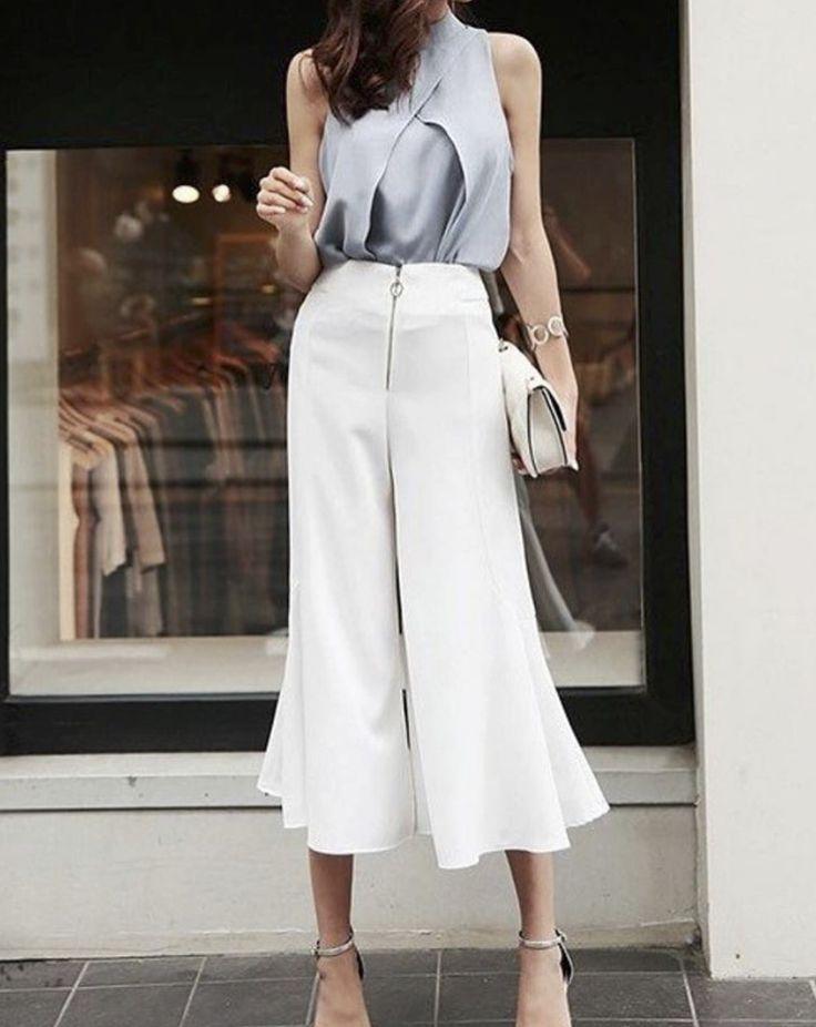 Шёлковая ткань считается одной из самых лёгких и изысканных. Этот материал — мягкий и эластичный. Одежда из шелка — настоящая летняя находка, ведь такая ткань отлично пропускает воздух. Шёлковые брюки, которые как будто струятся по ногам, смотрятся очень нежно и женственно, визуально удлиняя ноги.  Шелковые брюки в продаже на omgisperfect.com 🛍    Silk is one of the most lightweight and refined fabrics. This material is soft and elastic. Silk outfits are destined for the summertime, because…