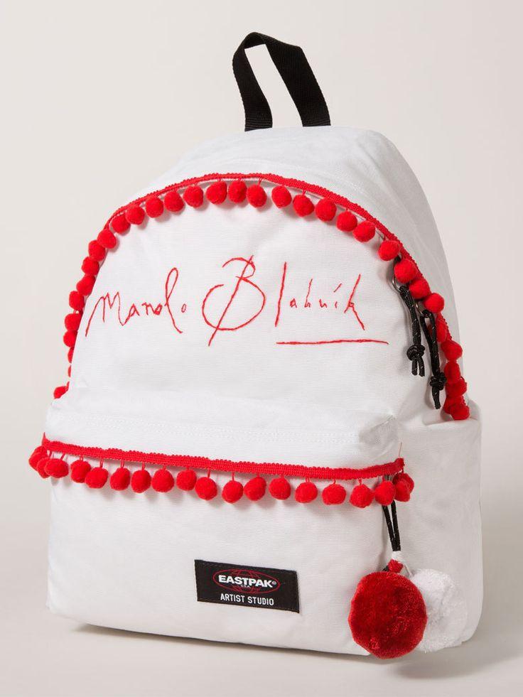 """Le sac """"esprit slave"""" Manolo Blahnik - Un sac Eastpak, 16 designers et autant d'oeuvres d'art"""