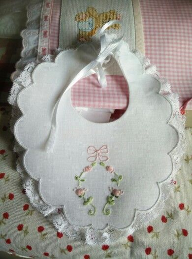 Inspiration of Elizabeth embroidered a linen bib and Valenciennes