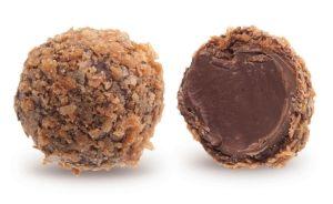 Конфеты ручной работы Frade ВИШНЕВАЯ НОЧЬ Нежный трюфель с ганашом из молочного шоколада и оттенком вкуса вишни, облитый темным шоколадом, растревожит восторгом чувствительную творческую душу.