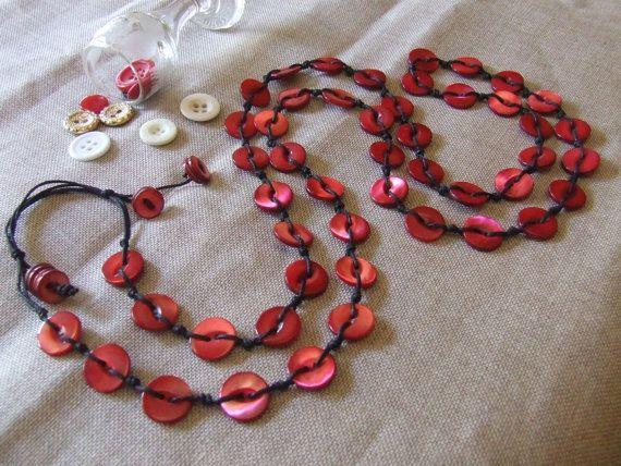 Collana Madreperla Rossa a filo lungo. Con bottoni di nodiEbottoni