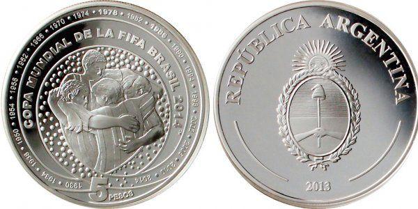 El Banco Central de la Ciudad de Buenos Aires lanzó una moneda del Mundial Brasil 2014 con un el abrazo de gol | Brasil 2014 | minutouno.com