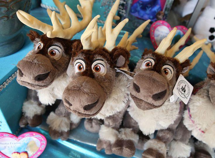 VIDEO – Finding 'Frozen' Merchandise at Walt Disney World Resort This Holiday Season