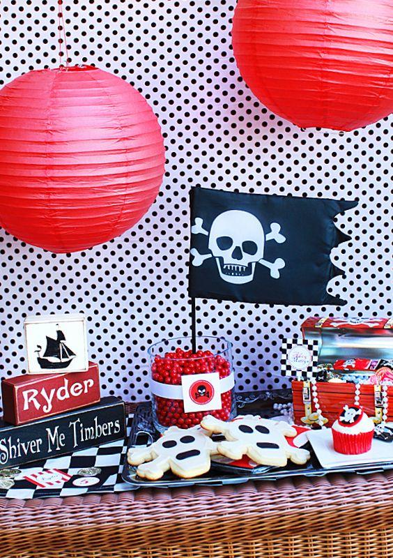 PIRATE PARTY. Une décoration pirate party rouge et noire !