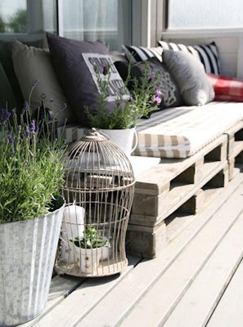Pallet-divano-giardino  Kijk eens wat je met pallets kunt doen! #leenbakker #terrasideeen