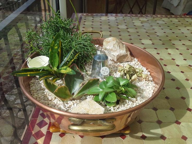 Confiturier garni de plantes grasses composition plantes pinterest pelouses - Composition plantes grasses exterieur ...