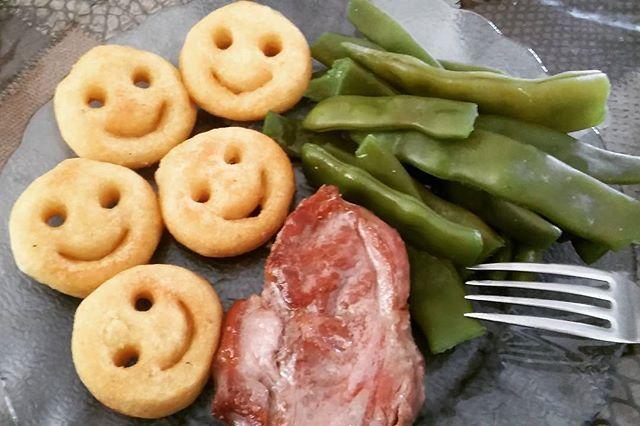 Estas cosas le dan felicidad a mi vida~❤☺ . #Smile #Potatoes #Meat #Pork #GardenBeans #KidneyBeans #Beans #Delicious #Food #Happiness #笑み #じゃがいも #豚肉 #肉 #いんげん豆 #美味しい #幸せ #アルゼンチン #Berazategui #BuenosAires #Argentina