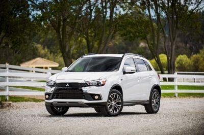 Mitsubishi Motors la Geneva Motor Show 2016 // Ca urmare a unui an incarcat, in Europa, in care s-au evidentiat - printre altele - introducerea a doua noi modele noi (cea de-a 5a generatie a modelului L200 si noul Outlander MY16) precum si o remarcabila reintoarcere in competitiile de raliuri (Outlander PHEV la competitia Baja Portalegre 500), Mitsubishi Motors Corporation (MMC) va continua, pe parcursul anului 2016, sa puna accentul pe spiritul de aventura al gamei sale de SUV-uri, actuale…