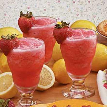 Strawberry Lemonade Slush: water, lemonade concentrate, strawberries, ice cubes, club soda