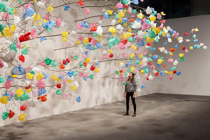 "[2010] - ARTE | Instalação ""Plastic Tree"" Monica Benini"